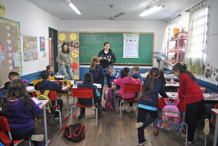 Projeto Pinípedes do Sul realiza plantio e compostagem com alunos da Escola Ramiz Galvão