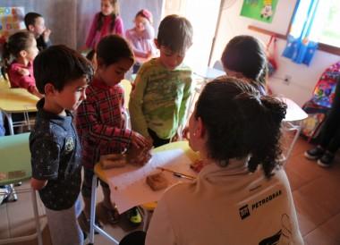 1100 estudantes participam de atividades de educação ambiental do Pinípedes do Sul